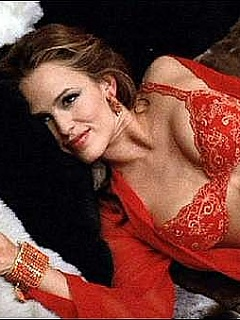 Jennifer Garner looks hot in red lingerie