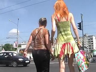 Hot redhead's upskirt