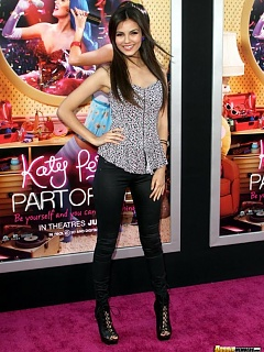 Compilation of sexy Victoria Justice parading her hot ass on the red carpet