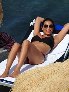 Nice hot collection of sexy busty Rosario Dawson bikini pics