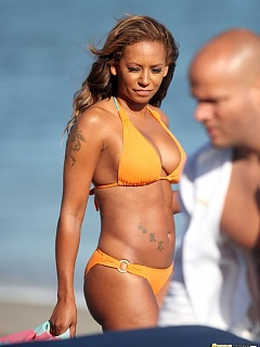 Photo collection of Melanie Brown's sexy booty in her orange bikini