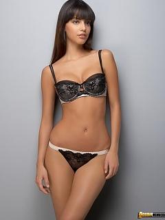Gallery of Mexican sexy lovely hottie Mayla Suarez bikini modeling pics