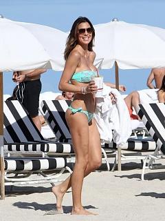 Hot and sexy Claudia Galanti's bootylicious bikini candids in Miami