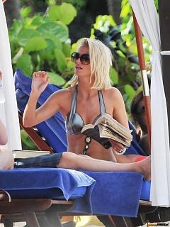 Hot collection of sexy Sarah Harding bikini candids at the beach