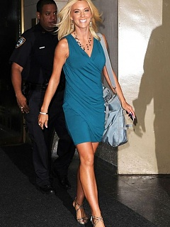 Hot gallery of sexy blondie Kate Gosselin candids in a blue dress