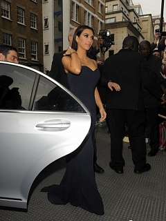 Steamy hot sexy voluptuous Kim Kardashian displays her cleavage in London