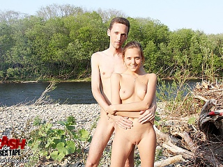 Guy explodes on naked amateur girlfriend