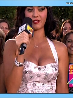 Katy Perry bounces her boobs all over the place